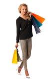 Schöne junge blonde kaukasische Frau, die das vibrierende Einkaufen hält Lizenzfreies Stockbild