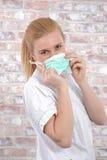 Schöne junge blonde Krankenschwester Lizenzfreie Stockfotografie