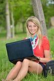 Schöne junge blonde Studentin Lizenzfreies Stockfoto