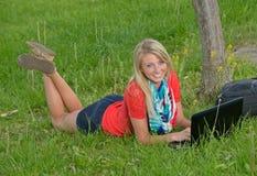 Schöne junge blonde Studentin Lizenzfreies Stockbild