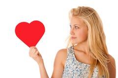 Schöne junge Blondine mit den blauen Augen, die rotes Hirschverbot halten Stockfotografie