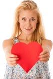 Schöne junge Blondine mit den blauen Augen, die rotes Hirschverbot halten Lizenzfreies Stockfoto