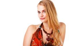 Schöne junge Dame im bunten Kleid Stockfoto