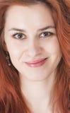 Schöne junge Dame mit dem roten Haar stockbilder