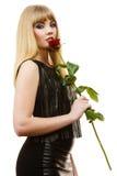 Schöne junge Dame mit Rotrose Stockbild