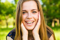 Schöne junge Frau stockfotografie