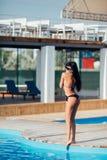 Schöne junge Frau auf der Erholungsstätte Körper, schöne Beute, Sommer lizenzfreies stockfoto