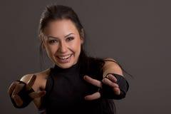 Schöne junge Frau bedeckt mit Verbänden für das Boxen Lizenzfreie Stockfotografie