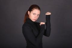 Schöne junge Frau betriebsbereit zu kämpfen Stockfotos