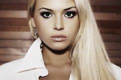 Schöne junge Frau Blondes Mädchen Gesundes Haar Lizenzfreies Stockbild