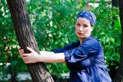 Schöne junge Frau in der Natur Lizenzfreie Stockfotos