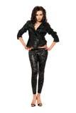 schöne junge Frau in der schwarzen Kleidung lizenzfreies stockbild