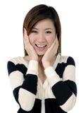 Schöne junge Frau, die überrascht schaut Stockbilder