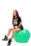 Schöne junge Frau, die auf einem Eignungsball sitzt Stockbilder