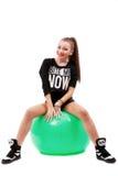 Schöne junge Frau, die auf einem Eignungsball sitzt Lizenzfreies Stockfoto