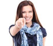 Schöne junge Frau, die auf irgendwo zeigt Lizenzfreie Stockfotografie