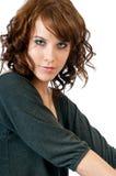 Schöne junge Frau, die Blickkontakt aufnimmt Stockfotos