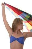 Schöne junge Frau, die einen blauen Bikini trägt Lizenzfreies Stockfoto