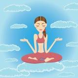 Schöne junge Frau, die im Himmel meditiert und sich entspannt Lizenzfreies Stockbild