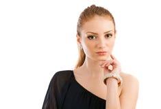 Schöne junge Frau, die im Studio aufwirft Stockbild