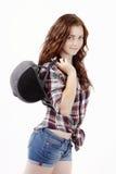 Schöne junge Frau, die Sturzhelm für Showjumping hält Stockbild