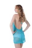 Schöne junge Frau in einem blauen Kleid. Lizenzfreie Stockfotografie