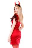 Schöne junge Frau in einem Teufelkostüm, das ein Bumsenzeichen beh zeigt Stockfotos