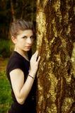 Schöne junge Frau in einer im Freieneinstellung Stockfoto