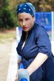 Schöne junge Frau gekleidet im Blau Stockfotos