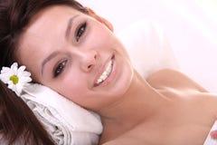Schöne junge Frau im Badekurort. Lizenzfreie Stockfotos