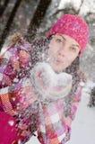Schöne junge Frau im Freien Stockfoto