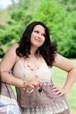 Schöne junge Frau im Freien Stockfotografie