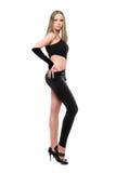 Schöne junge Frau im hautengen schwarzen Kostüm stockfotografie