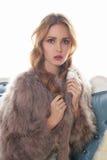 Schöne junge Frau im Pelz Stockbilder