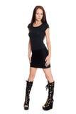 Schöne junge Frau im schwarzen Kleid Stockbilder
