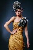 Schöne junge Frau im stilvollen Bild lizenzfreies stockfoto