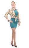 Schöne junge Frau kleidete in einem grünen Kleid und in einem Hemd Stockbilder