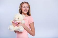 Schöne junge Frau mit Blume Stockfotografie