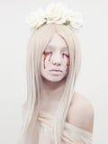 Schöne junge Frau mit Blut Lizenzfreie Stockfotos