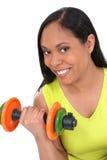 Schöne junge Frau mit bunten Handgewichten Stockbild