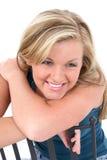 Schöne junge Frau mit dem blonden Haar und den Haselnussaugen Stockbild