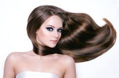 Schöne junge Frau mit dem langen Haar Stockfotos