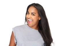 Schöne junge Frau mit dem langen Lachen des schwarzen Haares Lizenzfreies Stockbild