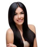 Schöne junge Frau mit dem sauberen gesunden Haar Stockfotografie