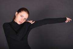 Schöne junge Frau mit der ausgedehnten Hand lizenzfreies stockfoto