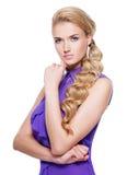 Schöne junge Frau mit der Hand nahe Gesicht Stockfotos