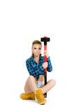 Schöne junge Frau mit einem Hammer Stockbild