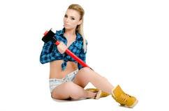 Schöne junge Frau mit einem Hammer Lizenzfreies Stockfoto