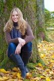 Schöne junge Frau mit einem leuchtenden Lächeln Stockfotos