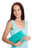 Schöne junge Frau mit einer Handtasche Lizenzfreie Stockbilder